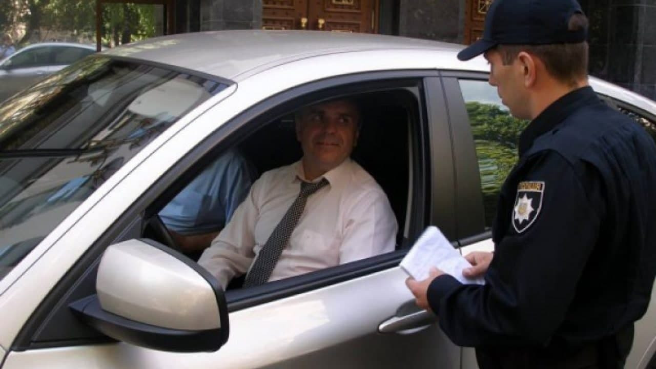 Полицейские не имеют права требовать документы на авто, если правонарушении не доказано